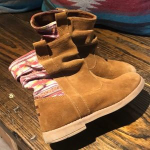 Toms suede boots kids size 1.5